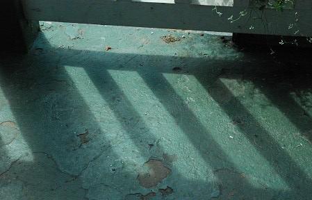 Ground with diagonal stripes