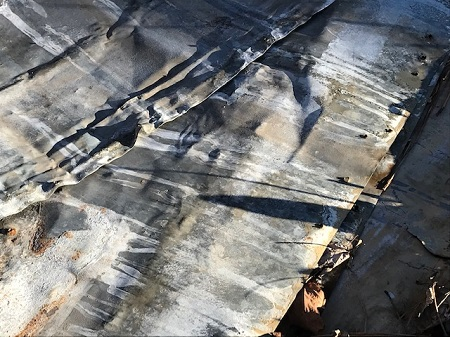 Ground with striped metal_1627